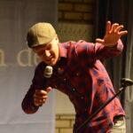 Comedian Bram Martens als MC